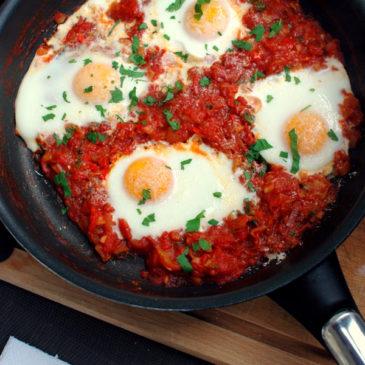 jajka w pomidorach z parmezanem