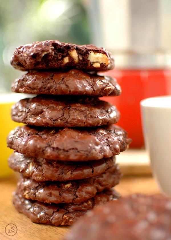 ciastka czekoladowe z orzechami i biała czekoladą