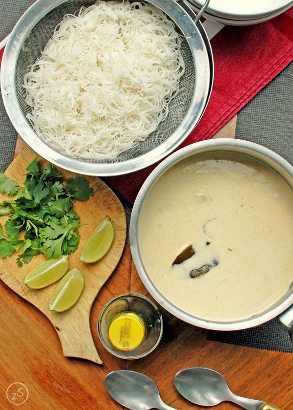 tajska zupa kokosowa z kurczakiem kolendra limoka