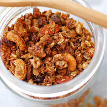 bardzo chrupiąca granola z orzechami