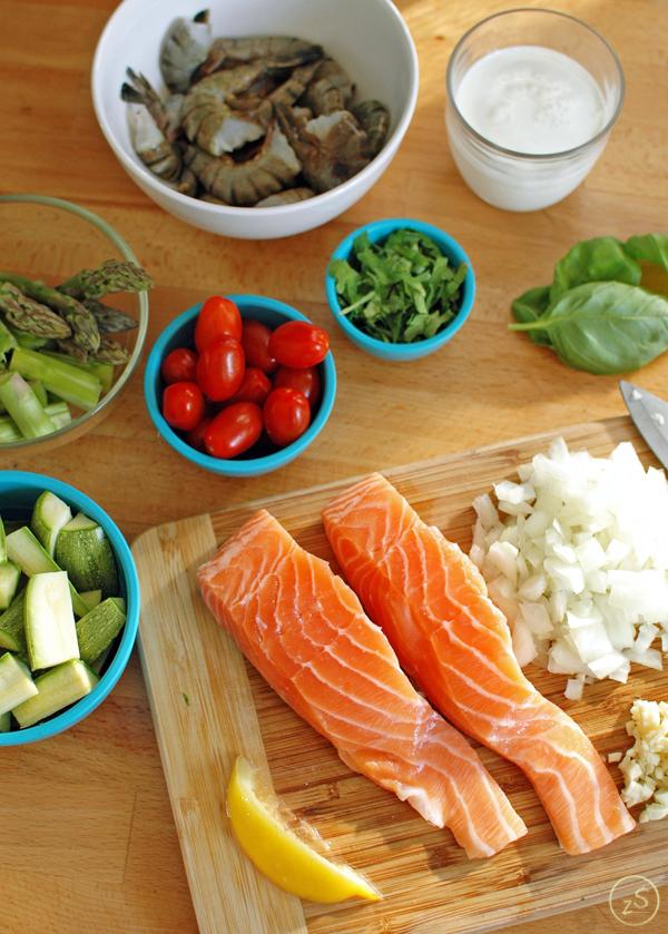 risotto z krewetkami, łososiem i szparagami
