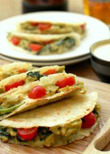 quesadillas z jajecznica i szpinakiem