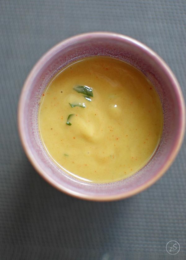 sałatka z kurczakiem awokado cieciorką nektarynką z kremowym sosem z awokado i cytryny