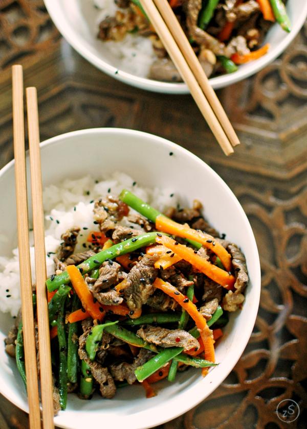 wołowina po koreańsku z marchewką i fasolką szparagową
