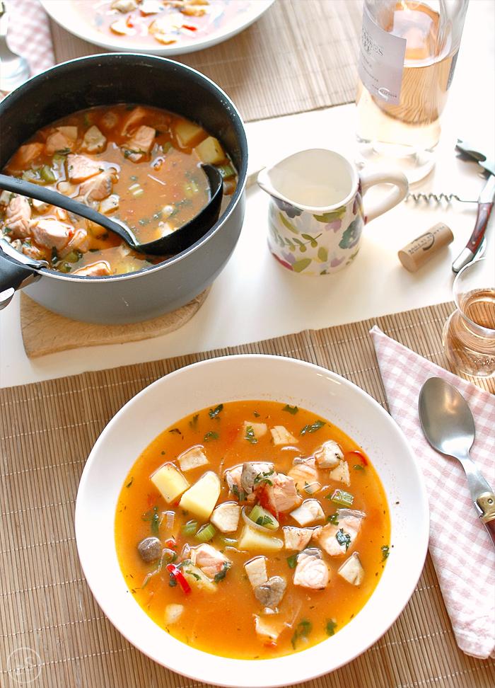 zupa rybna z łososia z borowikami