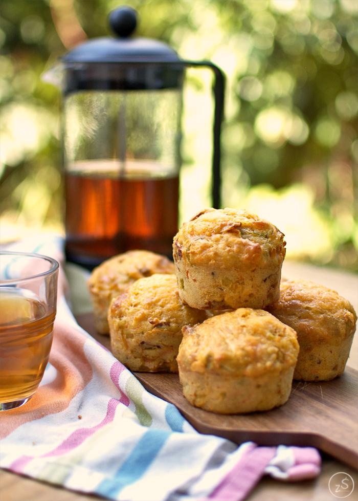 muffiny śniadaniowe z serem i suszonymi pomidorami