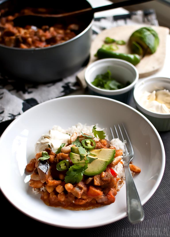 chili sin carne z ciecierzycą i bakłażanem