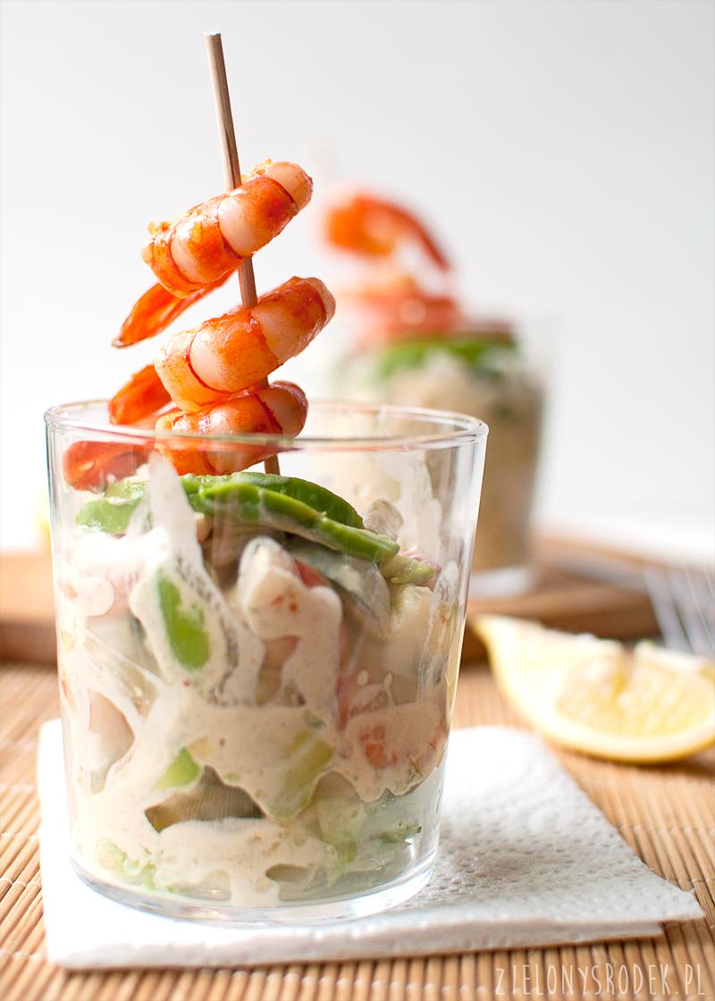 koktajl krewetkowy, czyli sałatka z krewetkami, awokado i ogórkiem