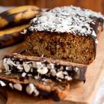 chlebek bananowy z płatkami owsianymi i orzechami, czyli bomba błonnikowa