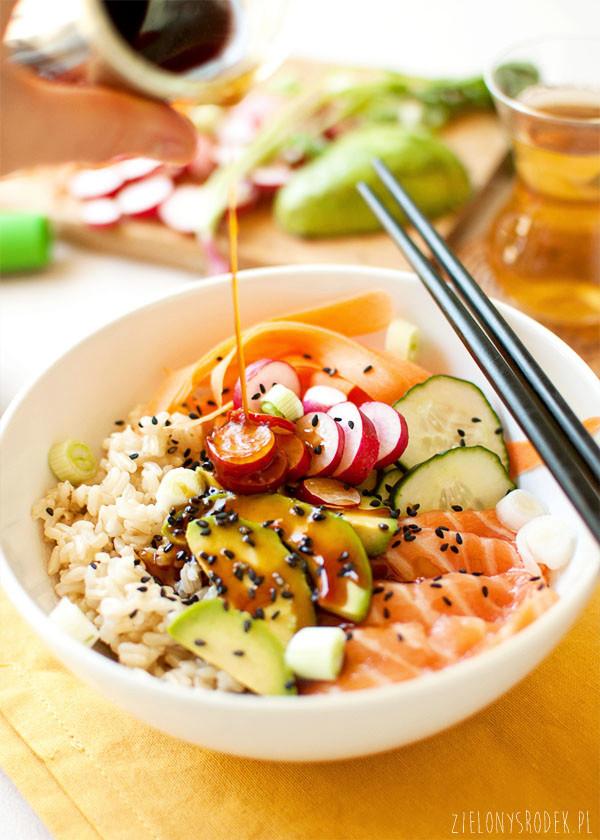sushi bowl, czyli micha z rybą i ryżem