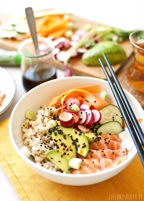 sushi bowl, czyli wiosenna micha z rybą i ryżem