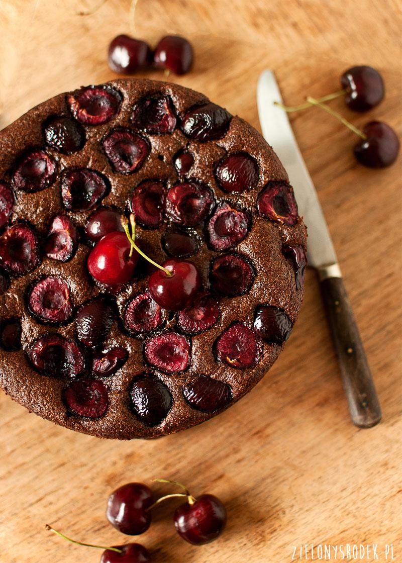 ciasto czekoladowo migdałowe  z czereśniami (bez mąki)