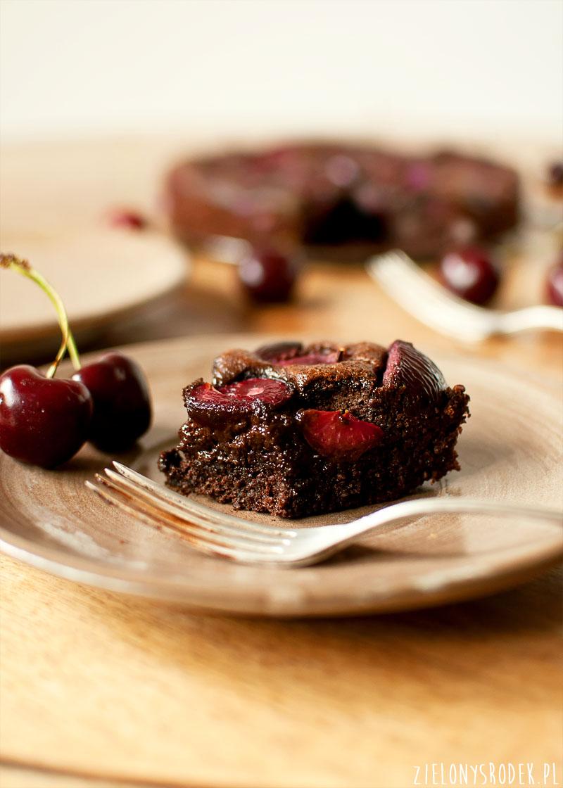 ciasto czekoladowo migdałowe z czereśniami