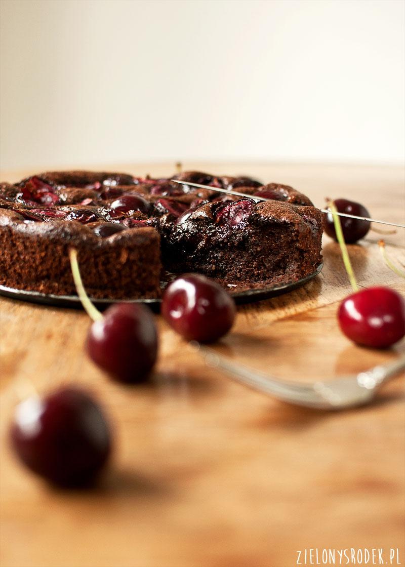 ciasto czekoladowo migdałowe z czereśniami. bez mąki.