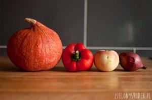 sałatka z dynią, jabłkiem, ciecierzycą i orzechami