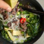 rosół tajski z wołowiny z warzywami