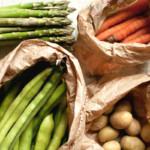 potrawka wiosenna ze szparagami, bobem i młodymi ziemniakami