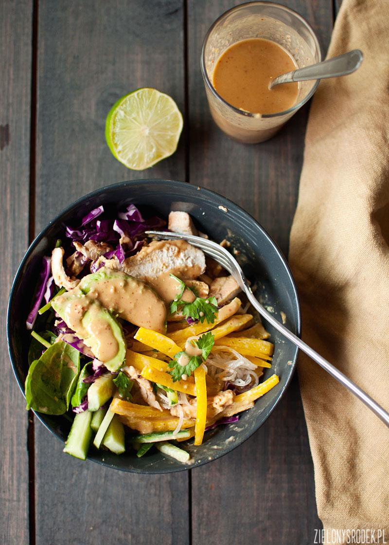 chrupiąca sałatka z kurczakiem, letnia sałatka, lekki obiad