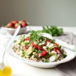 tabbouleh z quinoą, truskawkami i awokado, letnia sałatka, sałatka z guinoa