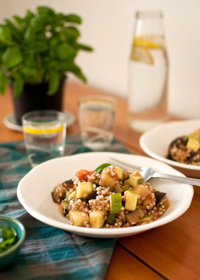kaszotto z bakłażanem, pomidorami i cukinią, czyli szybki letni obiad