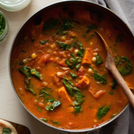 curry z batata, pomidorów, szpinaku i ciecierzycy, czyli idealny przepis na jesień!
