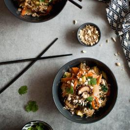 smażony ryż z pieczarkami, cukinią i marchewką